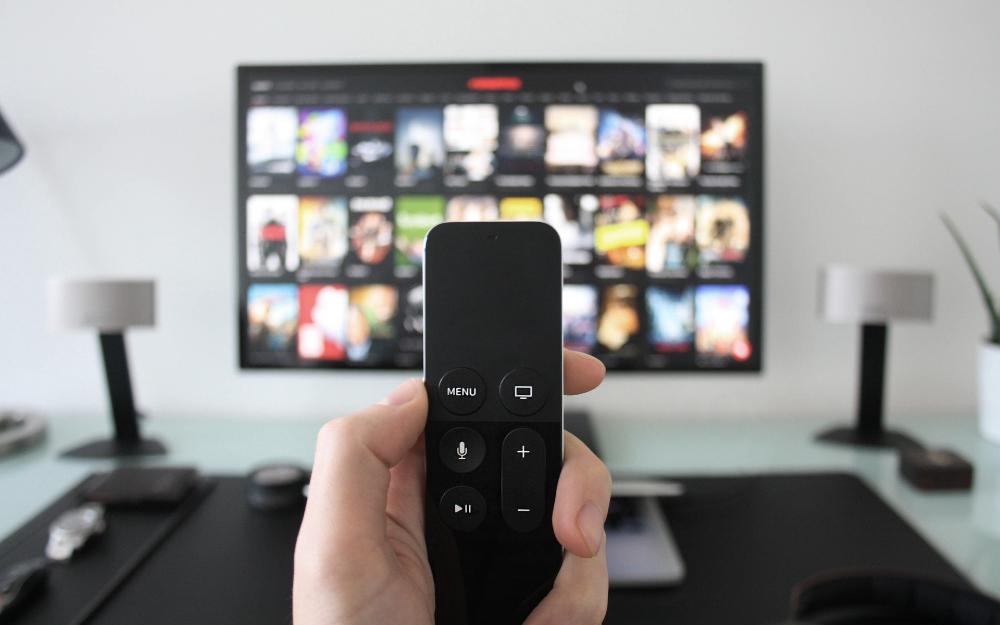 """液晶电视迎来""""超大屏时代"""",2018年智能电视占年总销量67%"""