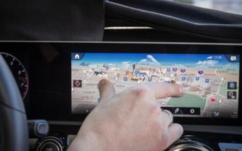 奔驰MBUX系统最新搭配触控技术