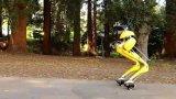"Cassie Cal雙足機器人,腳踩""懸浮鞋""在..."