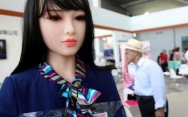 中国推出仿人机器人 各种细节非常逼真