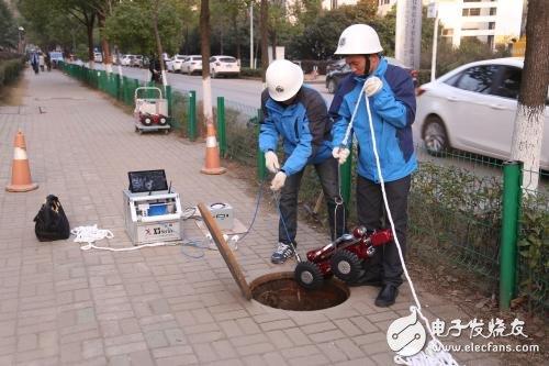 """管网养护用上管道机器人 雨水管提前""""清肠""""迎汛期"""