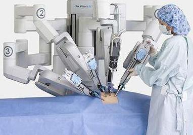 用达芬奇机器人做手术切除肺部肿瘤