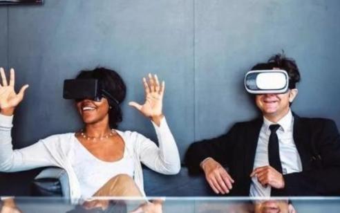 被视为下一代计算平台的虚拟现实 远比智能手机强大