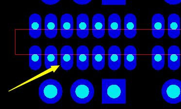 半孔沒有在外型線的中心位置示意圖1