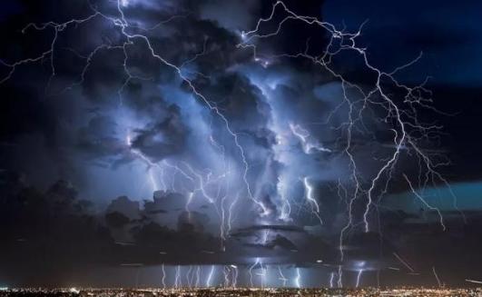 公牛双重防雷插座在雷雨天给你安全保障
