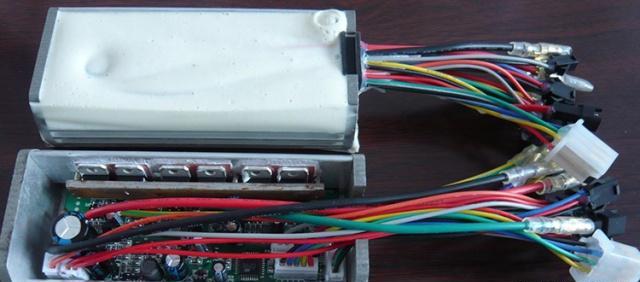 浅析电动车的双电双核控制系统
