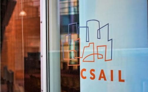 麻省理工学院CSAIL将人工qy88千赢国际娱乐中的视觉和触觉结合起来