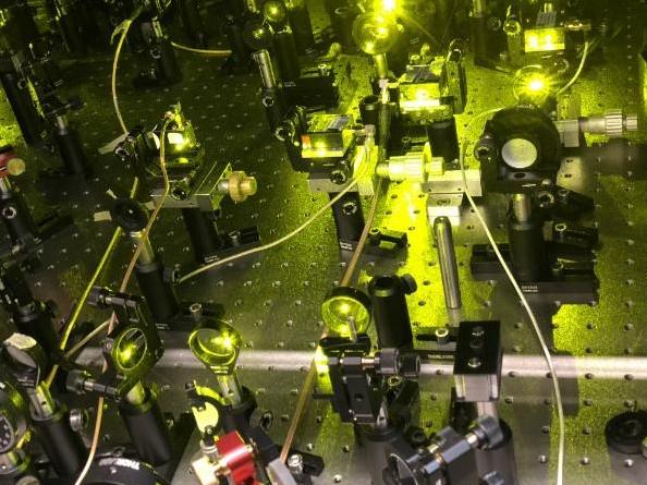 量子计算机控制系统问世