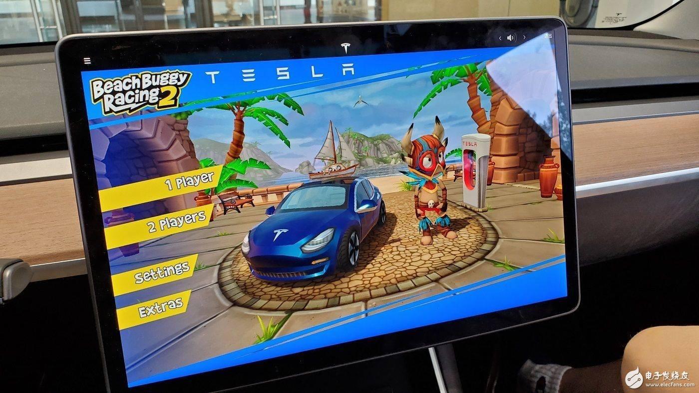 在特斯拉Model3上玩《沙滩竞速车2》是一种什...
