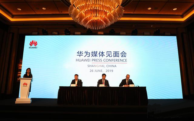 华为副董事长胡厚崑:华为网络及手机业务略有波动,但还算正常