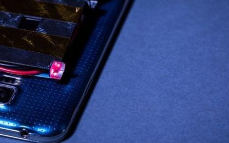 研究人员展示室内激光无线充电新技术