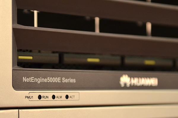 三大公司举行发布会,宣布首个路由器单端口400GE及测试平台,并验证