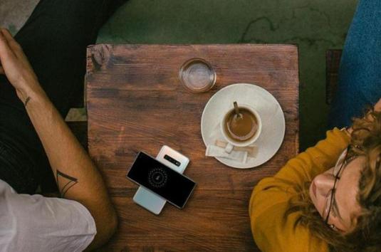 三星最新两款无线充电器已获得FCC认证