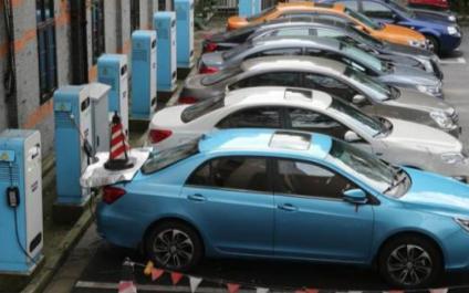 关于新能源汽车的优势和劣势