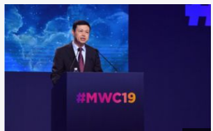 中國移動楊杰表示運營商走出負增長的陷阱必須推動兩個方面的轉型
