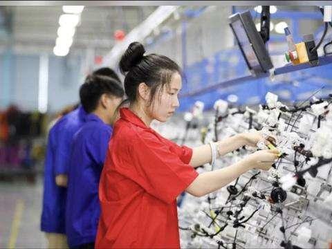 """富士康的""""多事之秋""""、正在崛起的代工厂比亚迪"""