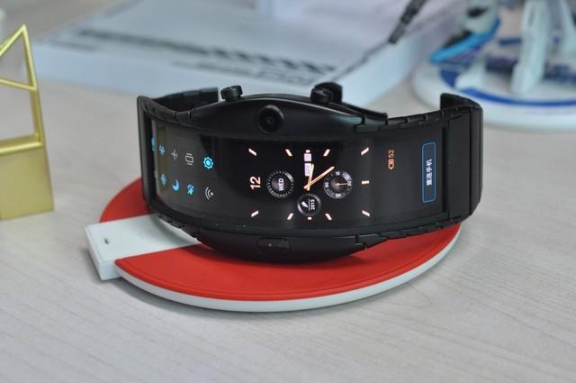 努比亚阿尔法评测 未来柔性屏穿戴设备可期