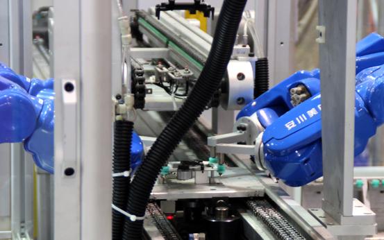 未来的制造业人与机器人将完美结合