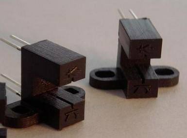 光耦合器的作用、组成及工作特性分析