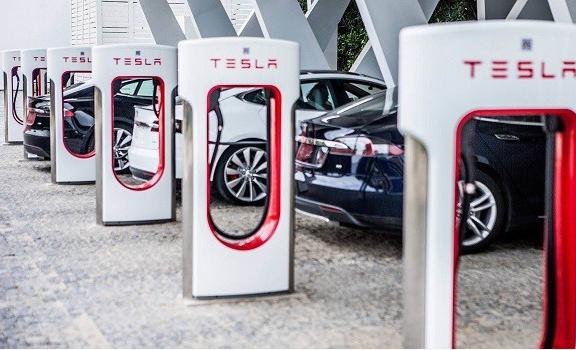 电池安全问题让电动汽车遭受着毁灭性打击