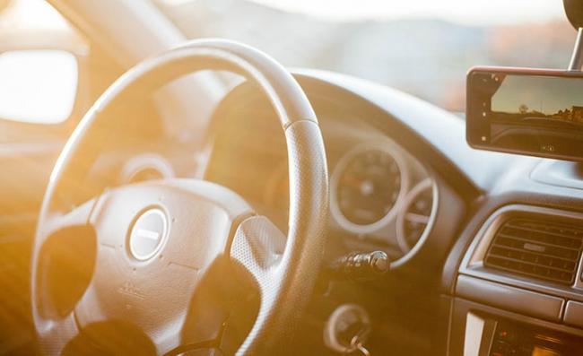 意法半导体推动智能手机对汽车的连接