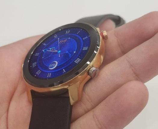华米8848定制版手表曝光整机表面采用了亮金色的...