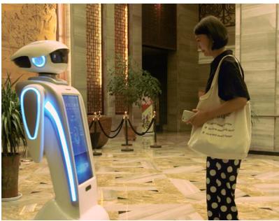 酒店大堂使用机器人好不好