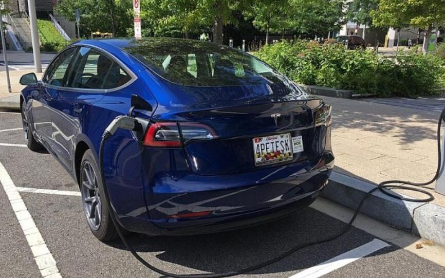 5月份特斯拉Model3用了全球1/6的电动车电池 特斯拉中国工厂招聘场面火爆