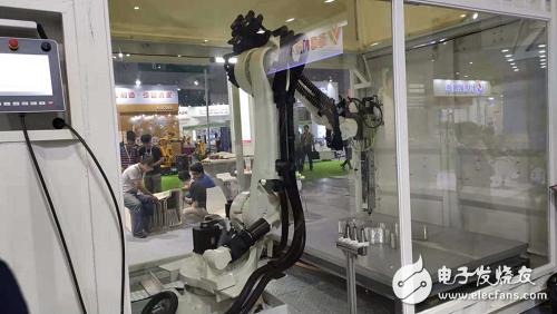 酷鹰机器人的展示设备及产品解决方案介绍