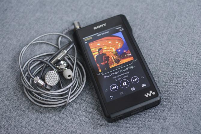 索尼醇音系列IER-Z1R耳机体验 在耳机腔体的设计上非常亮眼