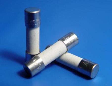在电路中慢熔断贴片与快熔断保险丝有何不同之处