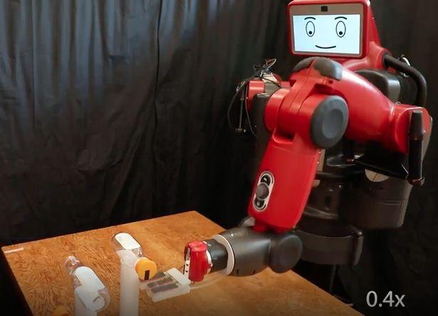"""""""瓶盖挑战""""火遍网络,我们的机器人也来挑战了"""