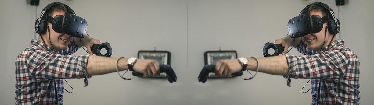 怎样将�⒓掖箝L老不由哈哈大笑两台VR设备连接到一台电脑