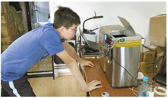 中学男生发明的智能垃圾桶你中意吗