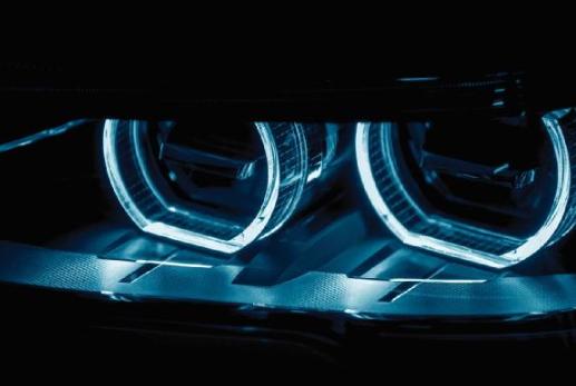 新的微透鏡陣列技術如何促進汽車投影照明應用