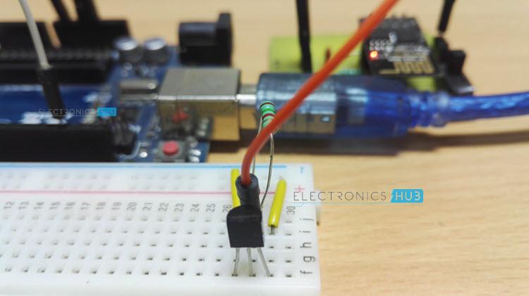 怎样将DS18B20温度传感器与ESP8266和ThingSpeak API接口