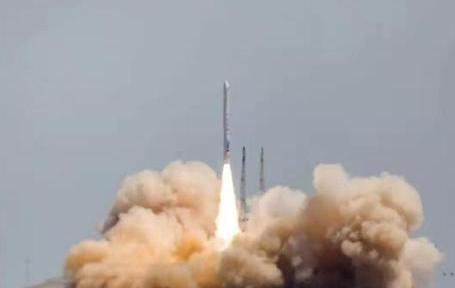 星际荣耀的双曲线一号运载火箭在中国酒泉卫星发射中心成功发射