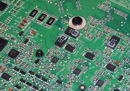 使用貼片元件有哪些優勢?它要如何進行焊接