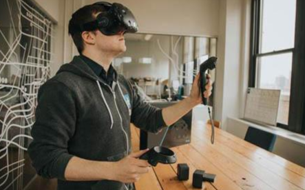 VR技术何时迎来?#24179;?#26102;代