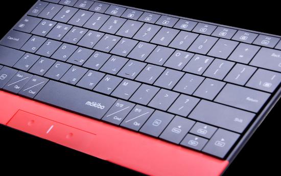 多点触控触控板的大型Mokibo蓝牙键盘