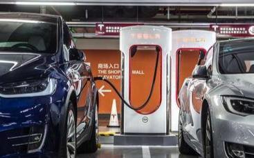 第一批出售的电动汽车已经开始更换电池