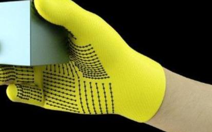 新型传感器手套将帮助AI触摸识别物体