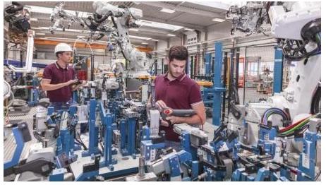 机器人的发展比较依赖于什么