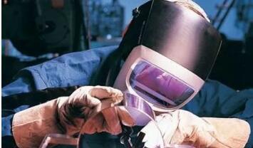 焊接薄板時最容易產生的變形是_薄板焊接如何防止變形