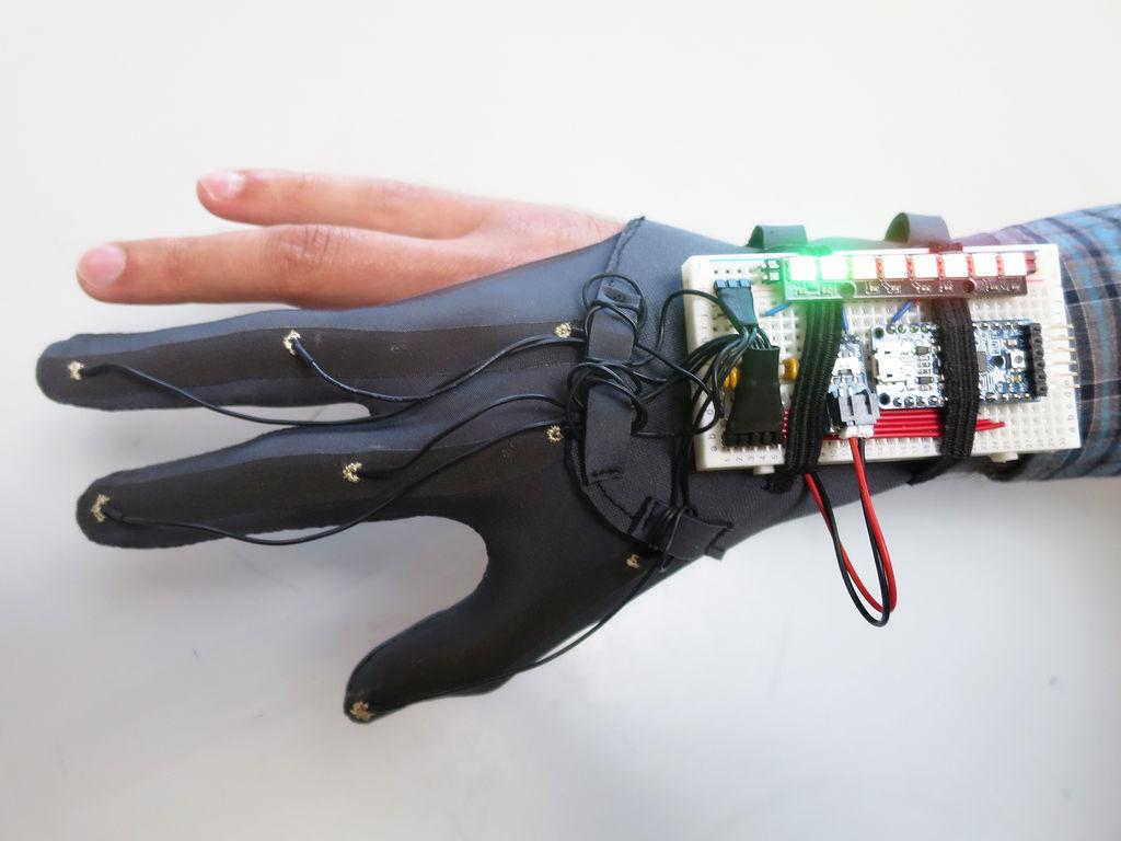 怎樣用紡織傳感器制作手套控制器