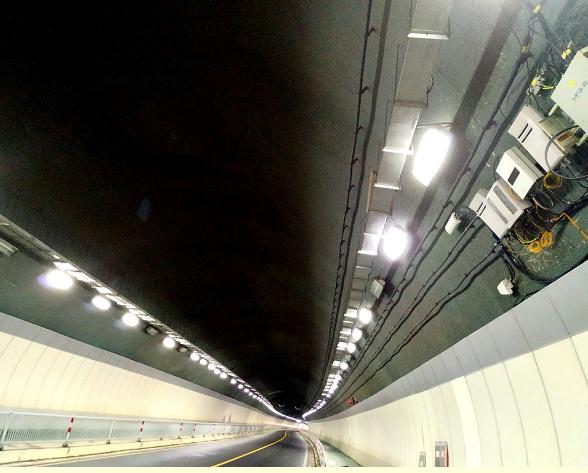 中国联通在江苏宜兴灵阳公路隧道完成了首个5G公路隧道天线试点部署