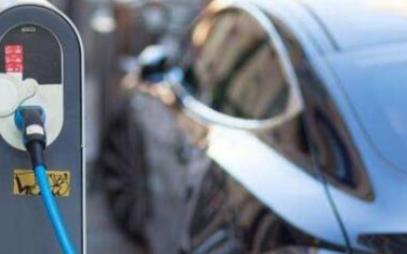 消费者该如何面对电动汽车换代太快的问题
