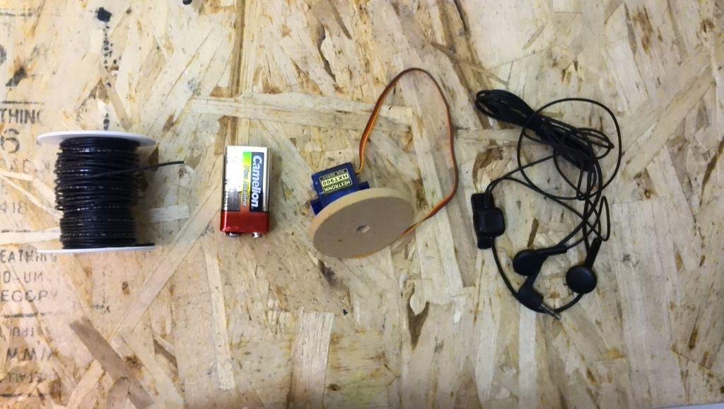 怎样通过耳机插孔控制多达两个伺服系统