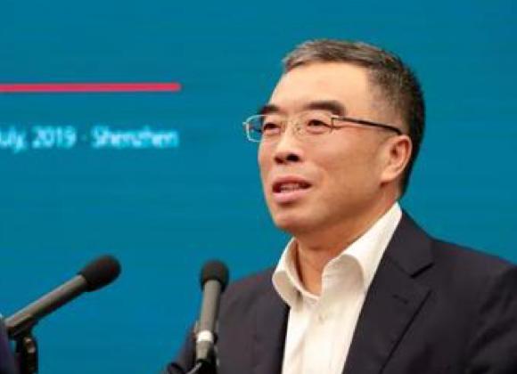 华为董事长梁华表示5G基站比4G能效更高更符合环...