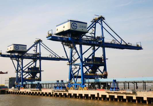 江苏电信利用5G技术成功破解了江阴港港口龙门吊监控的难题